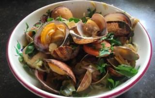 zeevruchten clams en amandes pasta - vrouwaanboord.nl